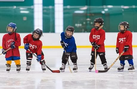 kids-playing-hockey
